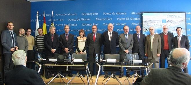 Ripoll y Sánchez-Barcaiztegui junto a participantes en el libro