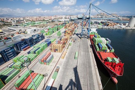 Contenedores en el puerto