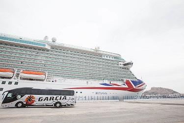 El Britannia en la Terminal de Cruceros