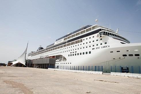El MSC LÍRICA en el puerto de Alicante