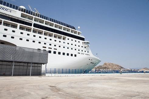 El MSC LÍRICA en la terminal de cruceros