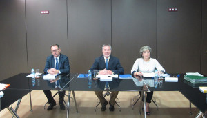 Carlos Eleno, Juan Antonio Gisbert y Josefa Meroño presidiendo el consejo