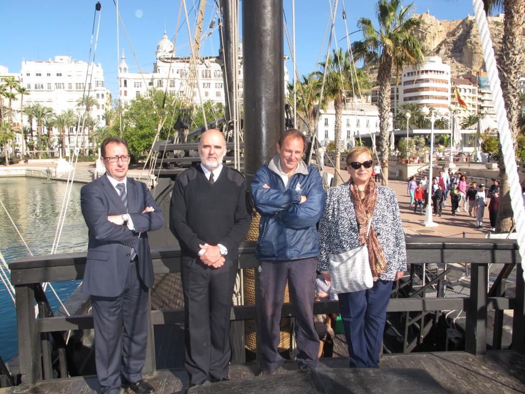 Eleno y Morales junto al capitán de la Nao Victoria