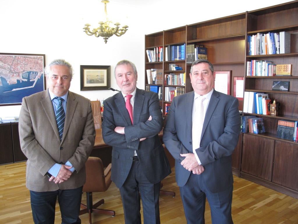 Enric Ticó, presidente de ATEIA-OLTRA, Juan Antonio Gisbert, presidente del Puerto de Alicante y Eugenio López, presidente de ATEIA Alicante
