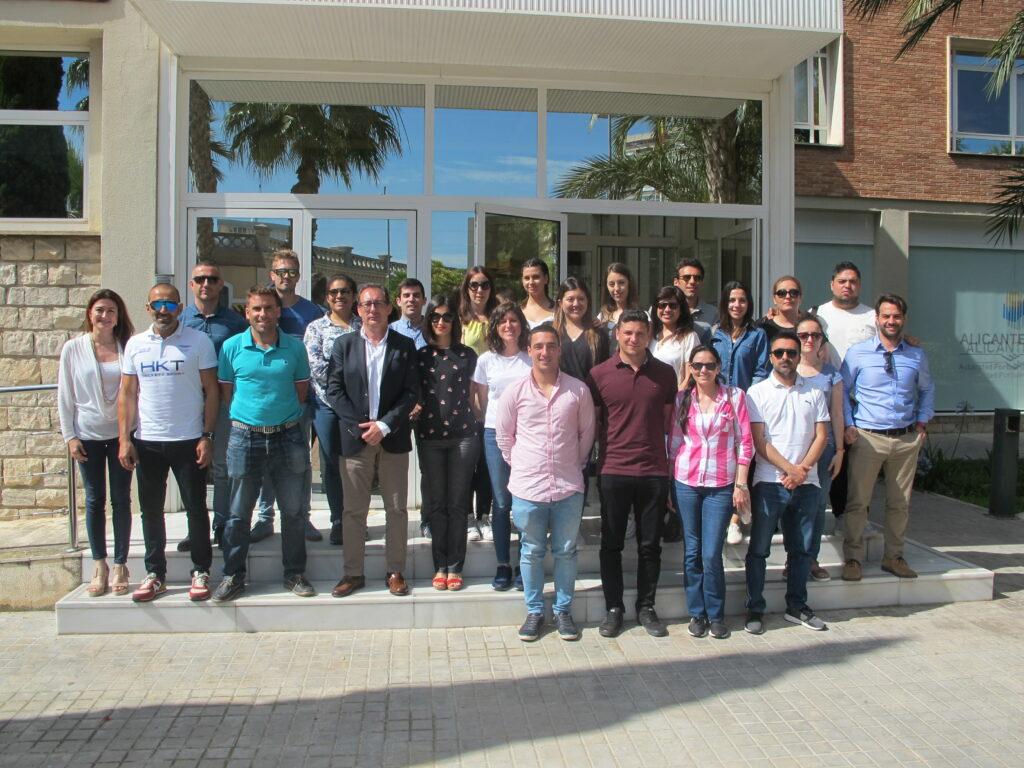 Alumnos del MGPT junto con el Director y la Jefa del Departamento Técnico de la Autoridad Portuaria de Alicante